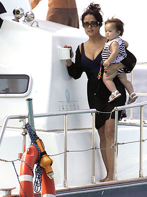BABY ON BOARD photo | Salma Hayek