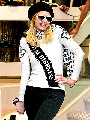 A ROYAL WELCOME photo | Paris Hilton