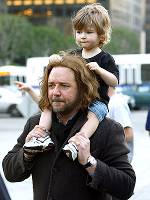 'PLAY' TIME photo | Russell Crowe