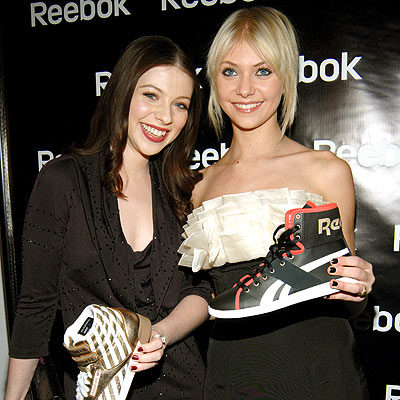 FANCY FEET photo | Michelle Trachtenberg, Taylor Momsen