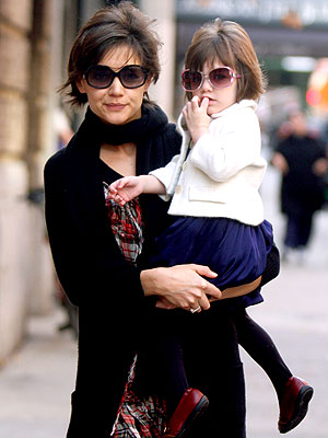 FREEZE FRAME photo | Katie Holmes, Suri Cruise