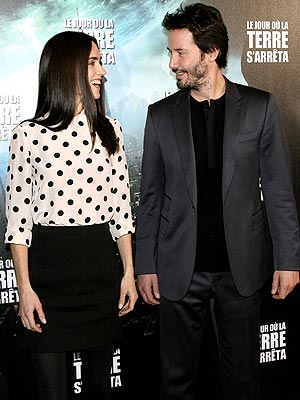 'STILL' LIFE photo | Jennifer Connelly, Keanu Reeves