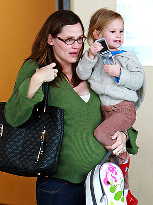 PHONING IT IN photo | Jennifer Garner