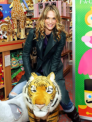 WILD & OUT photo   Molly Sims