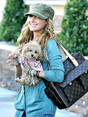 Ashley Tisdale - Page 2 Ashley_tisdale_300x400