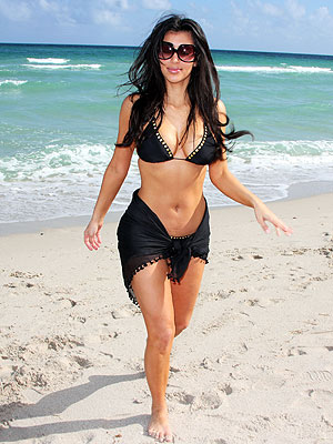 BEACH BABE  photo | Kim Kardashian