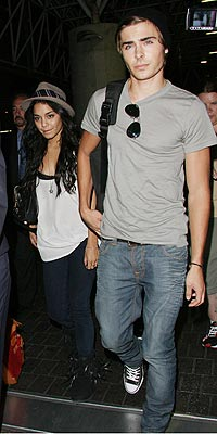 Stars Airport Style Zac Efron And Vanessa Hudgens