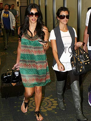 KIM AND KOURTNEY KARDASHIAN photo | Kim Kardashian