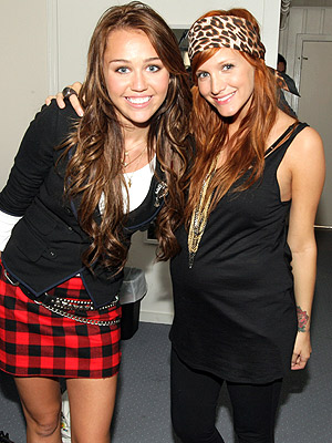AUGUST 1  photo | Ashlee Simpson, Miley Cyrus