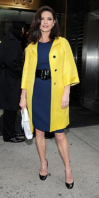 CATHERINE ZETA-JONES'S CHIC YELLOW photo | Catherine Zeta-Jones