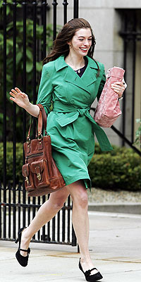 ANNE HATHAWAY'S GREEN JACKET  photo | Anne Hathaway
