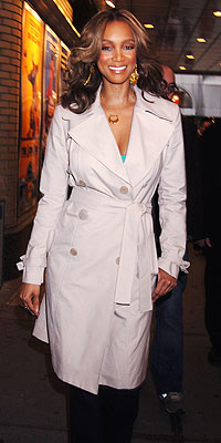 TYRA BANKS'S TAN TRENCH  photo | Tyra Banks