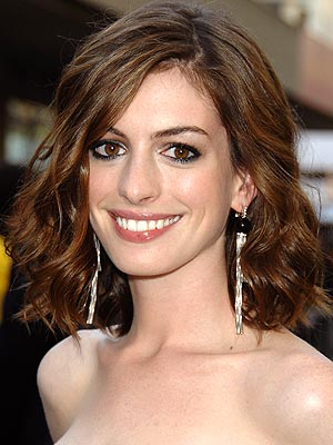 PERFECT THE SMOKY EYE photo | Anne Hathaway