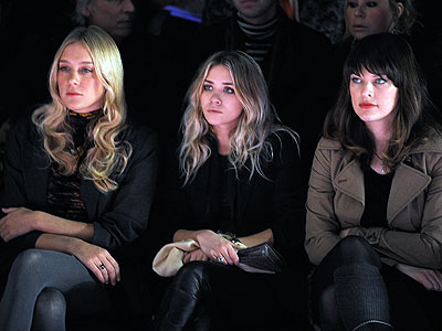 CHLOE SEVIGNY, ASHLEY OLSEN & MILLA JOVOVICH photo | Ashley Olsen, Chlo\u00EB Sevigny, Milla Jovovich