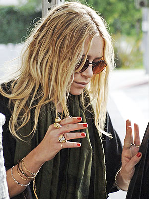 TOMATO RED photo | Mary-Kate Olsen