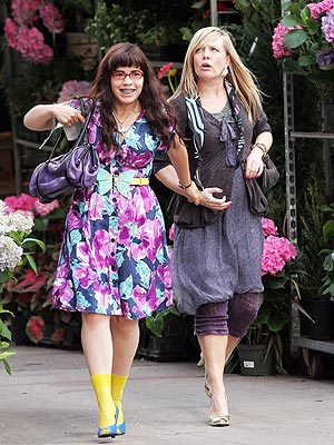 AMERICA FERRERA AND ASHLEY JENSEN  photo | America Ferrera