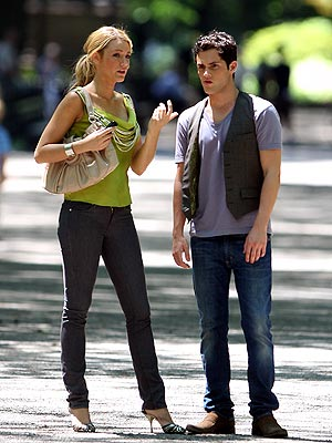 blake lively y penn badgley. lake lively and penn badgley.