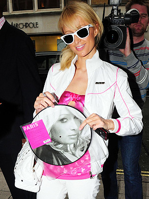 RECORD BREAKER photo | Paris Hilton