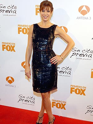 http://img2.timeinc.net/people/i/2008/stylewatch/gallery/sequin_dresses/kate_walsh300.jpg