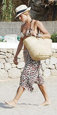 STOCK THESE BEACH BAG MUST-HAVES  photo | Sienna Miller