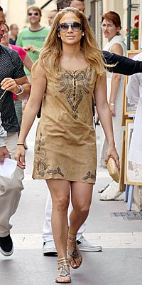 JENNIFER&#39;S $99 SANDALS photo | Jennifer Lopez