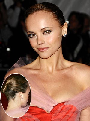 http://img2.timeinc.net/people/i/2008/stylewatch/getthelook/080519/christina_ricci.jpg