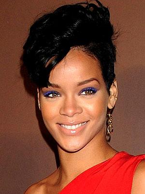 RIHANNA'S CURLY DO photo | Rihanna