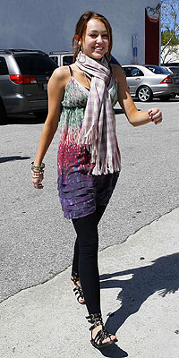 http://img2.timeinc.net/people/i/2008/stylewatch/hitormiss/080331/miley_cyrus.jpg