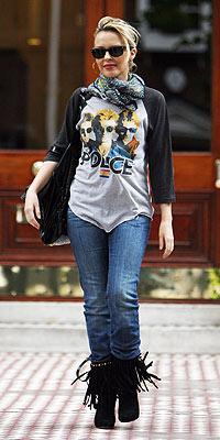 El post de la infamia: fotos de famosos y modernos con camisetas vintage Kylie_minogue