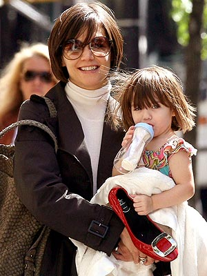 http://img2.timeinc.net/people/i/2008/stylewatch/youasked/080519/katie_holmes.jpg