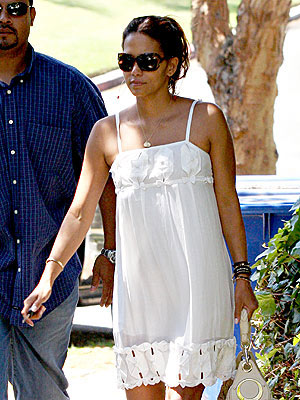 HALLE BERRY&#39;S DRESS photo | Halle Berry