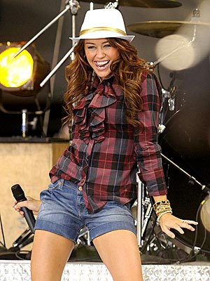 http://img2.timeinc.net/people/i/2008/stylewatch/youasked/080804/miley_cyrus.jpg