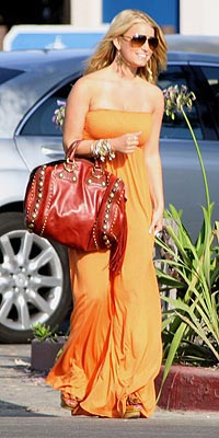 JESSICA SIMPSON'S RED BAG photo | Jessica Simpson