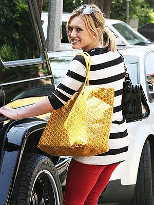 HILARY DUFF'S YELLOW TOTE photo | Hilary Duff