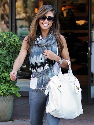 VANESSA MINNILLO'S WHITE BAG photo | Vanessa Minnillo