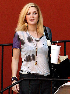 DREW BARRYMORE&#39;S T-SHIRT photo | Drew Barrymore