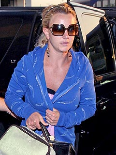 Britney at Hospital Awaiting Jamie Lynn's Baby