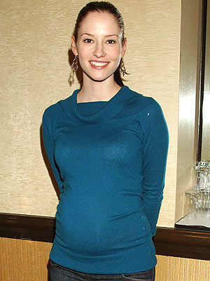 http://img2.timeinc.net/people/i/2009/cbb/blog/090126/chyler_leigh300.jpg
