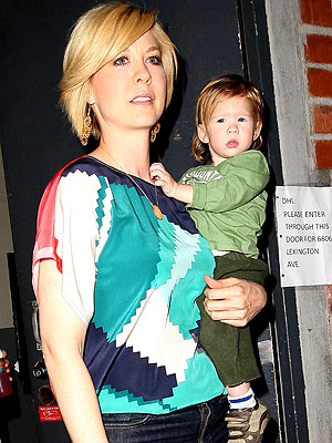 Jenna Elfman Steps Out With Story Moms Amp Babies Celebrity Babies And Kids