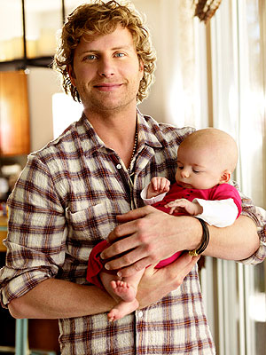 Dierks Bentley Introduces Daughter Evalyn Day Moms