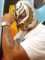 Expecting Third Child, Rey Mysterio Has a 'Good Connection ...