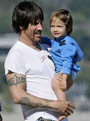 http://img2.timeinc.net/people/i/2009/cbb/blog/090323/anthony_kiedis300.jpg