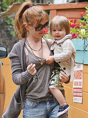 isla fisher short hair. Isla Fisher and Olive#39;s Lunch