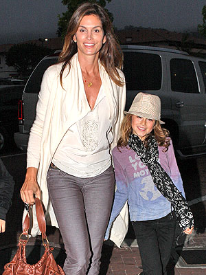 Outstanding Cindy Crawford Poses With Her Princess Moms Babies Celebrity Short Hairstyles Gunalazisus