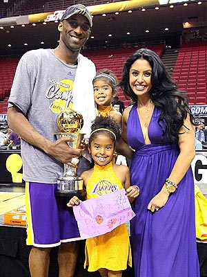 Oh, and Here's a Picture of Kobe Bryant and His Family! kobe bryant house