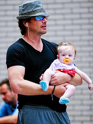 Matthew Settle and Aven Walk to Work – Moms & Babies – Celebrity ... Naama Nativ