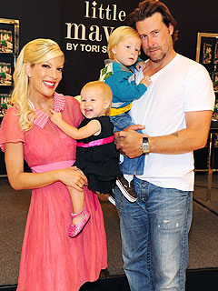 Tori Spelling & Dean McDermott Re-Up Their Reality Show