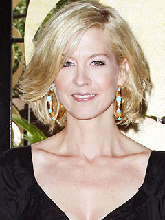 Pregnant Jenna Elfman&#39;s Stuffing Down Food