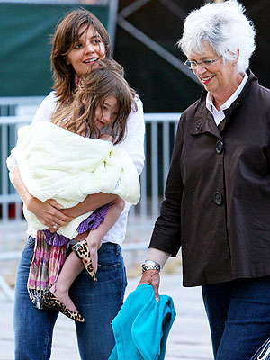 suri goes shopping � moms amp babies � celebrity babies and