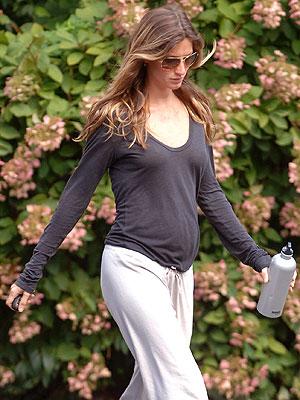 Get Gisele S Easy Pregnancy Style Moms Amp Babies